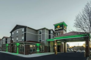 exterior of La Quinta Inn and Suites near Kansas City Airport